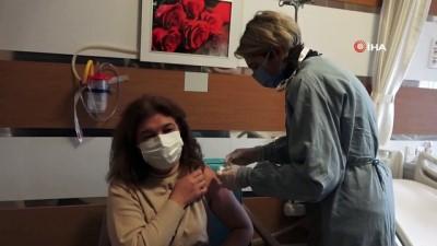 Prof. Dr. Şener'den Covid-19 aşılarıyla ilgili önemli açıklama