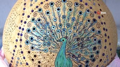 Su kabaklarını adeta birer sanat eserine dönüştürüyor