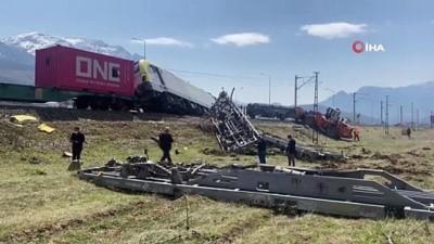 Tren yolundaki enkaz kaldırıldı, seferler yeniden başladı