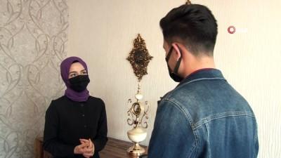Bakan Koca'nın tweetini paylaştığı Sezgin: 'Fahrettin Koca devreye girip annemi ikna etti'