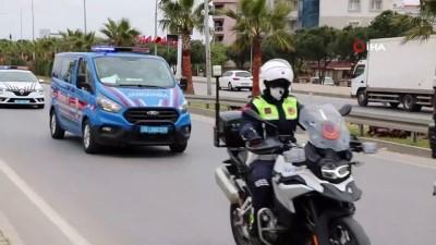İzmir'de uyuşturucu şebekesi çökertildi: 20 gözaltı