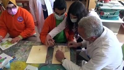 Özel öğrenciler yeteneklerini yakma resim tekniğiyle gösteriyor
