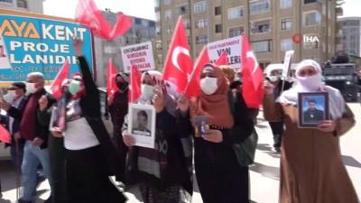 Türkiye Kamu-Sen'den evlatları dağa kaçırılan ailelere destek