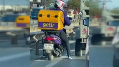 Antalya'da trafikte kurye ile köpek arasında yürek ısıtan görüntü