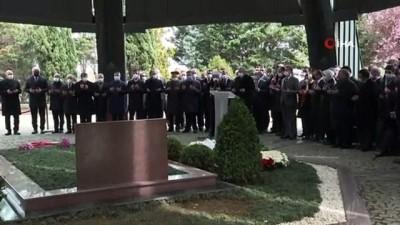 2008 yili -  Cumhurbaşkanı Erdoğan, merhum Başbakan Adnan Menderes'in mezarını ziyaret etti