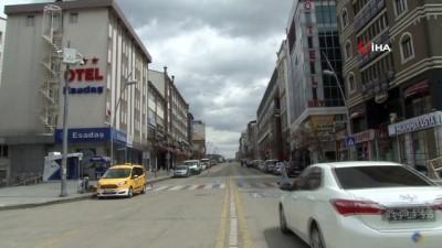 Erzurum'da sokaklar boş kaldı