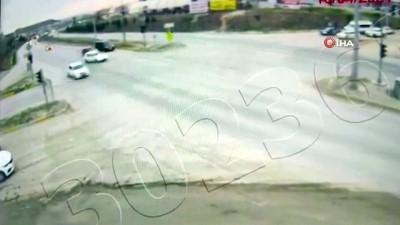 Kırıkkale'de iki otomobilin çarpıştığı kaza kamerada