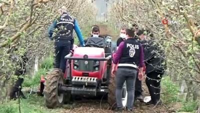 Traktörün arkasındaki çapa makinesine sıkışan şahıs olay yerinde can verdi
