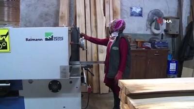 9 yıllık marangoz ustası kadın erkeklere taş çıkartıyor