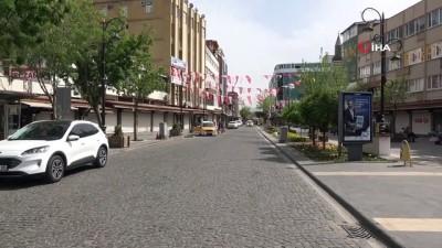 Diyarbakır'da kısıtlamada polis denetimi devam ediyor