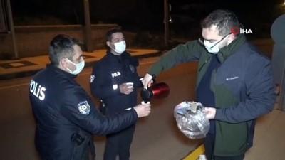 hafta sonu -  Doktordan uygulama yapan polislere çay ve kek ikramı