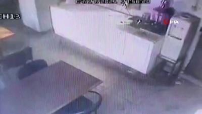 hirsiz -  Girdiği işyerinden eli boş çıkmadı, çay ve şeker çaldı...Hırsızlık anları saniye saniye kameralara yansıdı