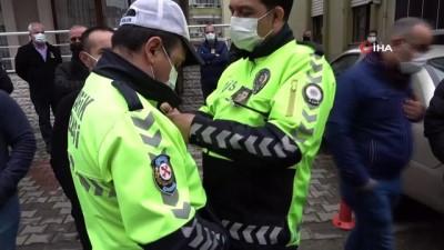 Halkı koronavirüse karşı uyarmıştı, koronavirüsten ölen polis memuru gözyaşları ile uğurlandı