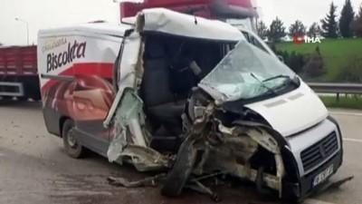 Otobanda hafriyat kamyonuna minibüs arkadan çarptı : 1 yaralı