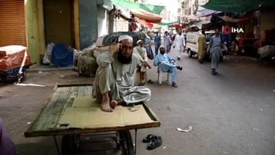 kullar -  - Pakistan'da polisin göstericilere ateş açmasına karşı grev