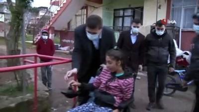 Sındırgı'da engelli vatandaşların yüzü akülü araçlarla gülüyor