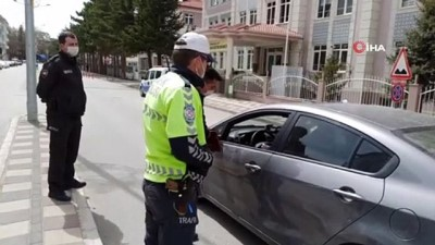 Sokağa çıkma kısıtlamasında polis göz açtırmadı