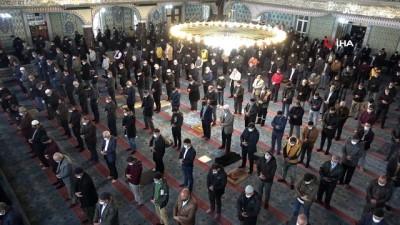15 aydır kapalı olan cami, cuma namazıyla açıldı
