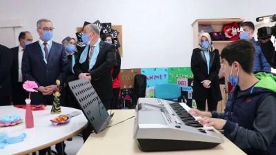 Kahramanmaraş'ta otizmli çocuklara mavi dondurma