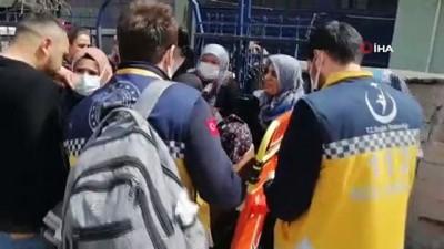 en yasli kadin -  Müstakil evde yangın çıktı: Dumandan etkilenen yaşlı kadın hastaneye kaldırıldı