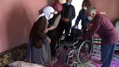 93 yaşındaki İmmihan ninenin tekerlekli sandalye mutluluğu