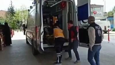 mobilya -  Bursa'da taşıdığı malzemelerin altında kalan işçi yaralandı