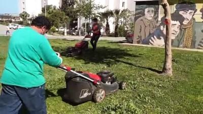 Kuşadası parklarında bahar temizliği yapıldı