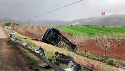 Siirt'te şarampole devrilen minibüsün sürücüsü burnu bile kanamadan kurtuldu