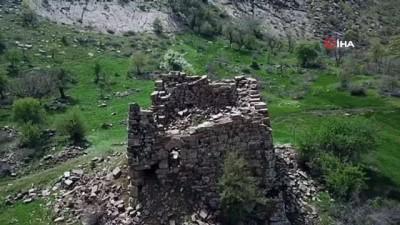 Şırnak'ta tarihi yapılar gün yüzüne çıkıyor