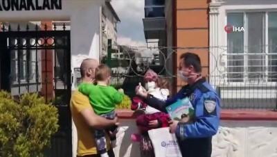 4 yaşındaki minik kızın polis korkusunu böyle yendiler