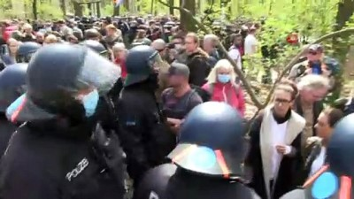 """- Berlin'de """"Enfeksiyondan Koruma Yasası"""" protestosu: 150'den fazla gözaltı"""