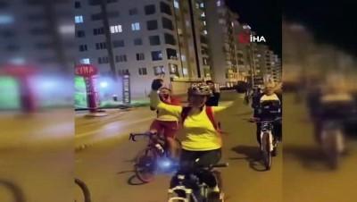 Diyarbakır'da bir bisiklet grubu kısıtlama saatinde şehir turu attı