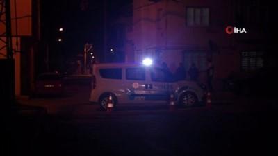 Freni boşalan kamyon elektrik direğine çarparak durabildi