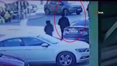 Maltepe'de 'sinyal kesici' cihaz ile otomobilleri soyan zanlı kamerada