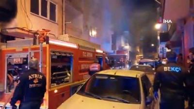 kadin hasta -  Müstakil evde korkutan yangın: Alevlerin ortasında kalan yaşlı kadın hastaneye kaldırıldı
