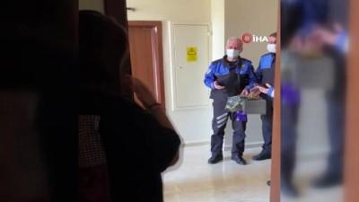 Niğde polisinden karantinadaki genç kıza doğum günü sürprizi