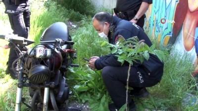 Polisin 'dur' ihtarına uymayan motosiklet sürücüsü motosikletini bırakıp kaçtı
