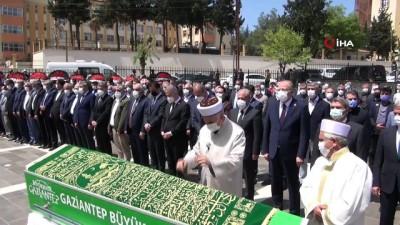 kabristan -  Şamil Tayyar'ın babası dualarla son yolculuğuna uğurlandı