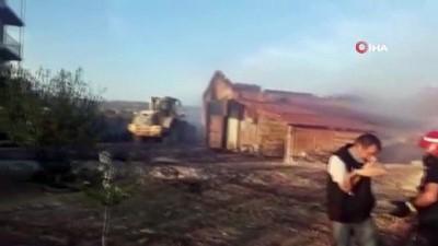 Yangına müdahale eden itfaiyeciler oruçlarını yangın yerinde açtı