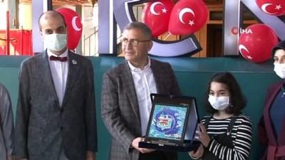 uttu -  11 yaşındaki sanatçının 'sergi' hayali Üsküdar'da gerçekleşti