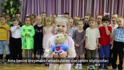 5 yaşındaki Rus Victoria'dan 23 Nisan şarkısı