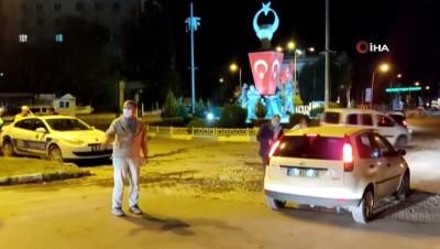 Hatay'ın Kırıkhan İlçesinde sokağa çıkma kısıtlaması dolayısıyla denetim yapıldı