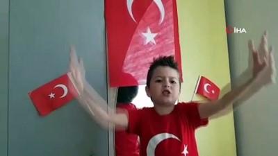 Minik Yağızhan 23 Nisan'ı İstiklal Marşı'nın 10 kıtasını ezbere okuyarak kutladı