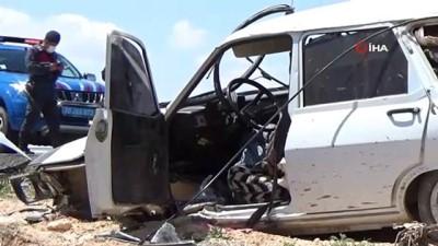 Otomobil uyarı levhasına çarparak takla attı, 2 kişi ölümden döndü