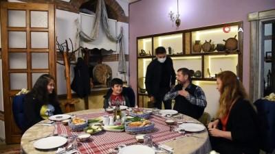 23 Nisan hediyesi 'tarihi binada iftar yemeği'