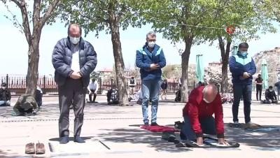 kalaba -  Ankara'da Cuma namazı pandemi şartları altında kılınıyor