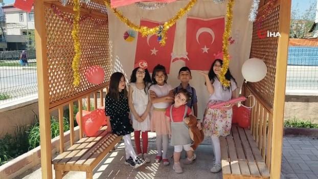 kullar -  Apartman bahçesinde 23 Nisan'ı kutlaması