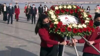 İzmir'de sosyal mesafeli 23 Nisan kutlaması