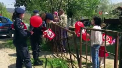 Jandarma köylerde 23 Nisan coşkusu yaşattı