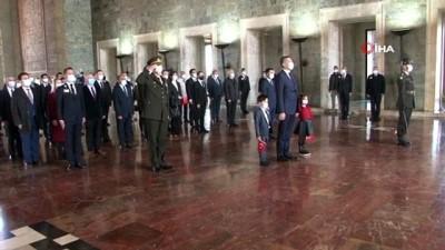 yuz yuze -  Milli Eğitim Bakanı Ziya Selçuk, Anıtkabir'i ziyaret etti